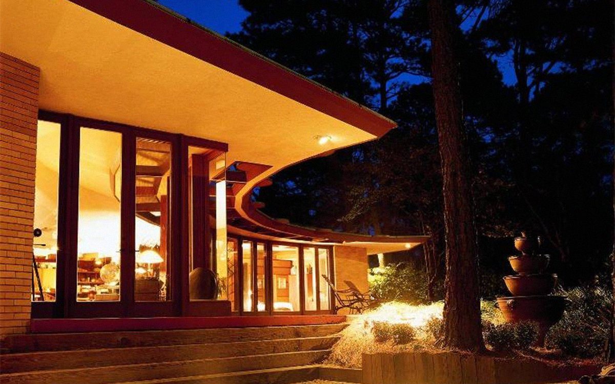 You Can Now STay in a Frank Lloyd Wright-Designed Airbnb for Less Than a Hotel