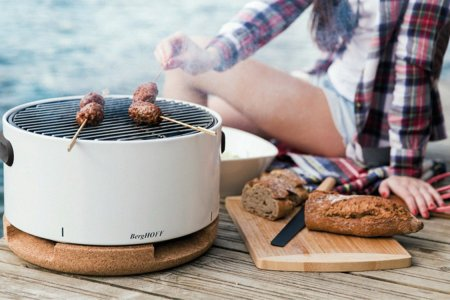 This Portable Tabletop Grill Is a Tiny Miracle