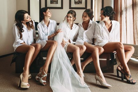 How to Hook Up With a Bridesmaid