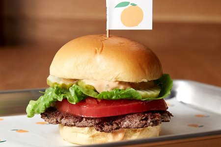 """The """"Bleeding"""" Miracle Veggie Burger Is Now Available"""