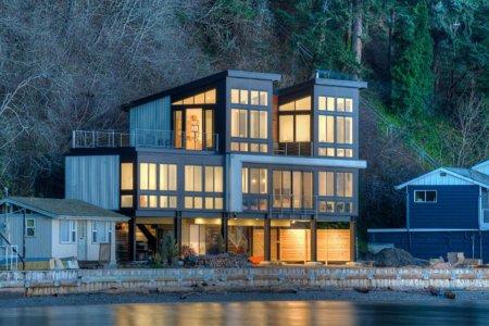 Coastal House on Stilts Has Views, Legs for Days
