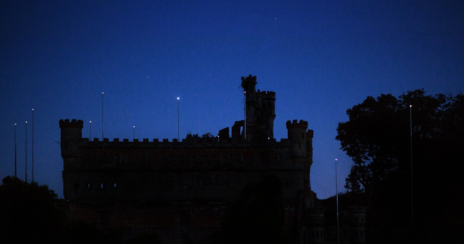 This Date Involves All-Day Rosé and Stargazing From a Castle