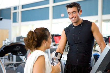 How to Hit On a Woman at the Gym Without Being Creepy
