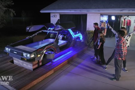 A DeLorean Hot Tub Time Machine Is All We Want for Xmas