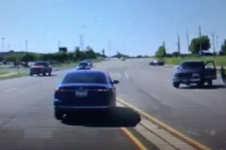 Absolute Legend Dives Into Moving Car to Save Unconscious Driver