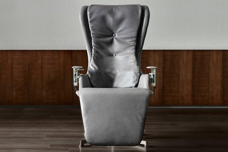 This Reclining Chair Is So Well Engineered It Literally Defies Gravity