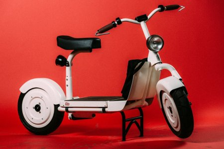 An E-Scooter That's Easy to Ride, Even Easier to Maintain