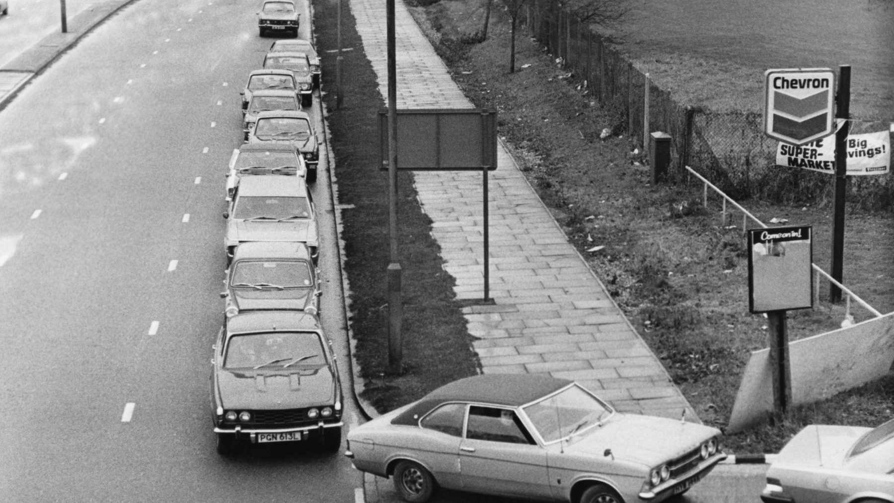 5th December 1973:  Cars queuing for fuel during the oil crisis of 1973. (Evening Standard/Getty Images)