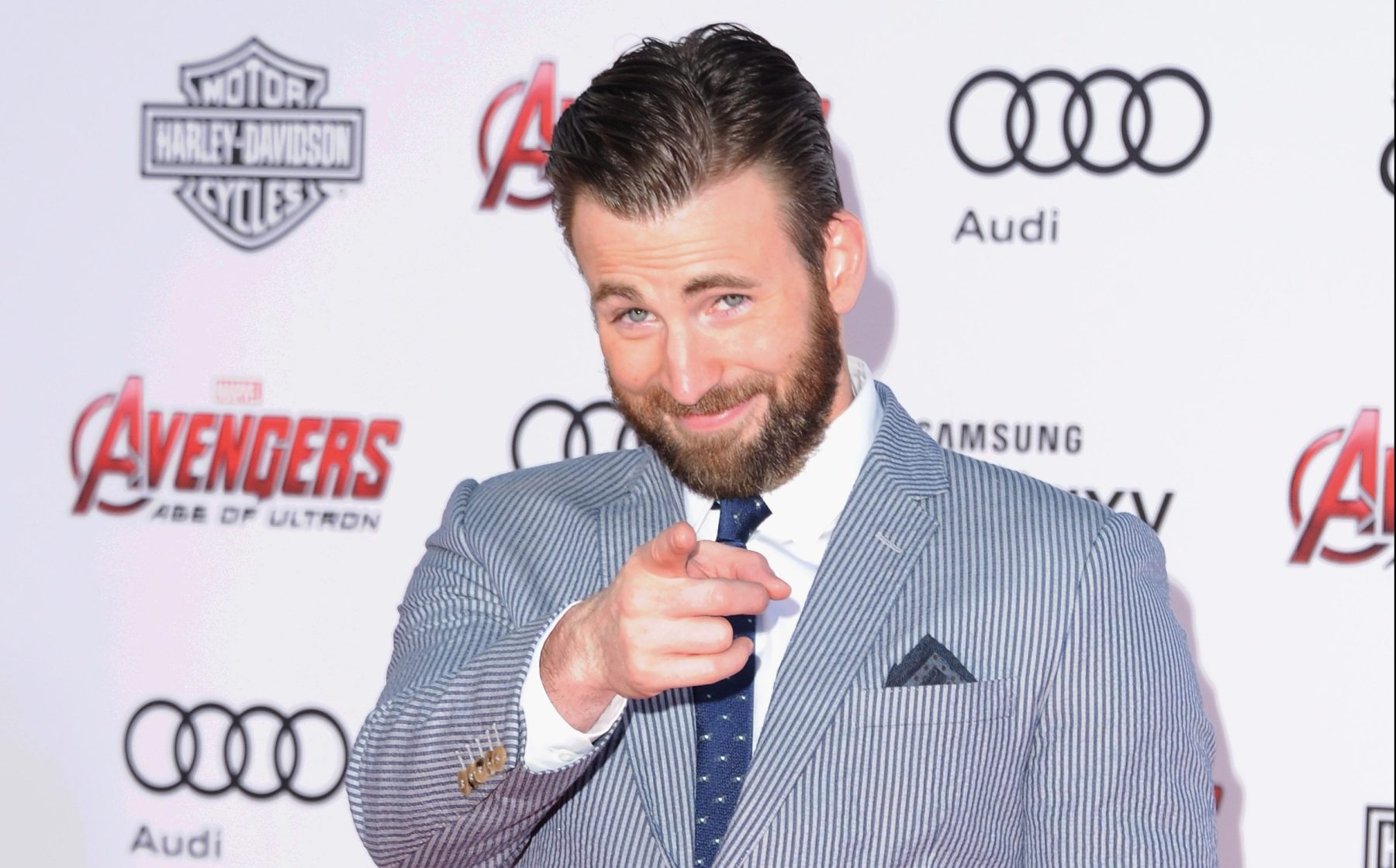 """Actor Chris Evans arrives at the Los Angeles Premiere Marvel's """"Avengers Age Of Ultron"""" at Dolby Theatre on April 13, 2015 in Hollywood, California.  (Photo by Jon Kopaloff/FilmMagic)"""