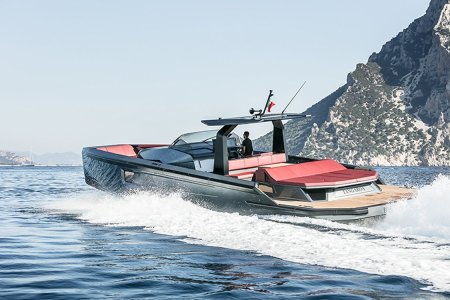 Maori Yacht Drops the Top of Its New 54-Foot Convertible Boat