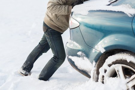 The 12 Items Your Car Needs to Survive Winter