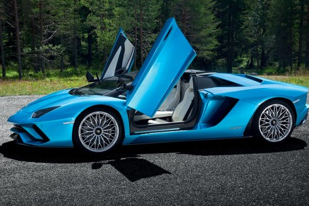 Your Tousled Locks Are No Match for Lamborghini's New Open-Top Roadster