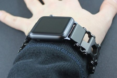 The New Leatherman Is a Freakin' Smartwatch Strap