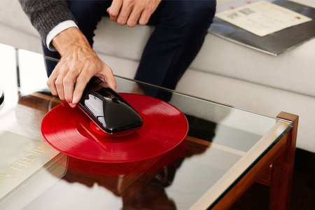 Turn Your Smartphone Into a Portable Record Player, With This