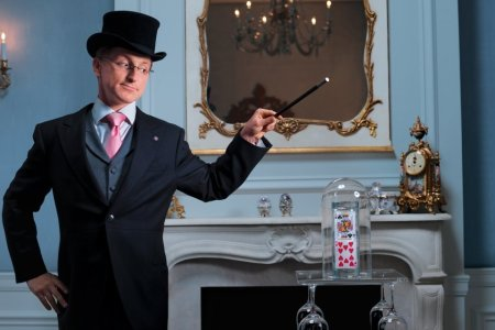 Inside the Secret Up-Close Magic Show That's Been Sold Out for 16 Years