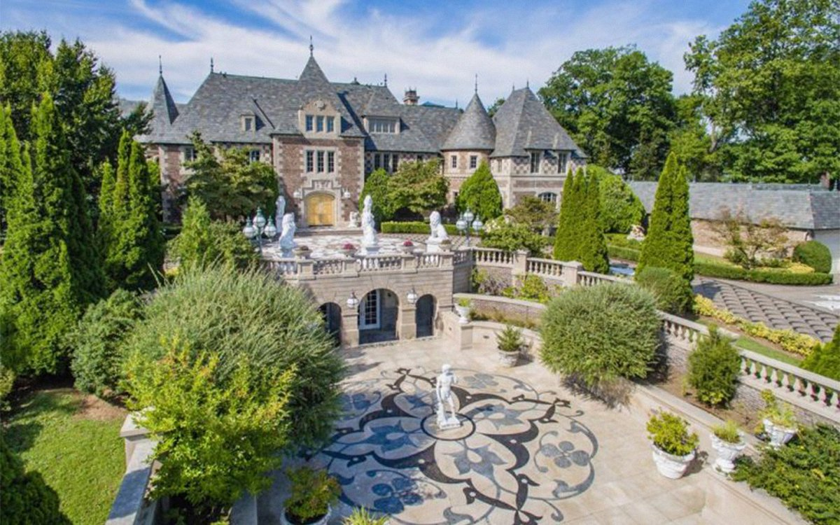 The $85M 'Great Gatsby' Mansion Oughta Make for One Helluva Housewarming