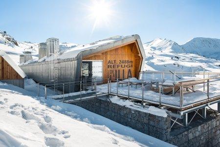 Self-Sustaining Mountain Hut Offers Salvation in More Ways Than One