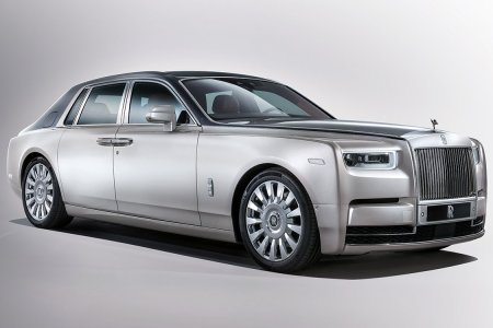 The Rolls-Royce Phantom VIII Is a Good Car for Hunting Wabbits