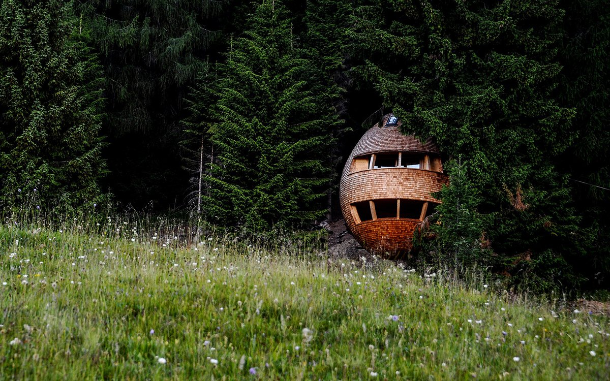 A Death Star-esque Treehouse Grows in the Italian Countryside