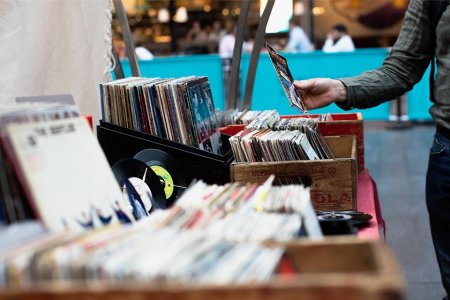 An Illustrated Guide to Record Shopping in Chicago