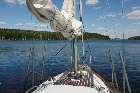 """How to Get Into Sailing Without the Whole """"Buying a Boat"""" Part"""
