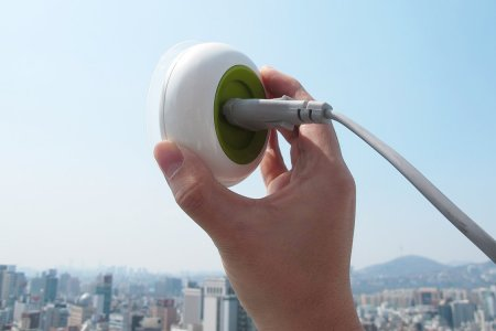 Solar-Powered Outlet Will Make You the Most Popular Guy at the Airport