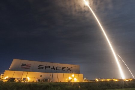 SpaceX Is Sending Two Space Tourists Around the Moon Next Year