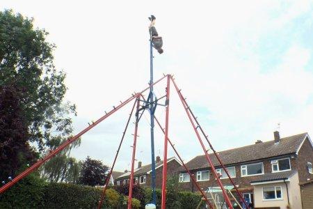 Inventor's 360-Degree Backyard Swing Looks Delightfully Unsafe