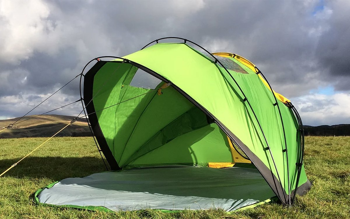 The 'Mollusc' Tent Opens Like a Clamshell, Awesomely