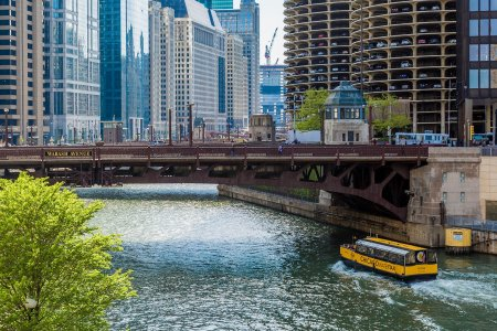How to Turn the Chicago Water Taxi Into a Makeshift Booze Cruise