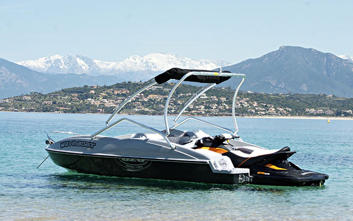 This Nifty Speedboat Is Powered by a Removable Jet Ski