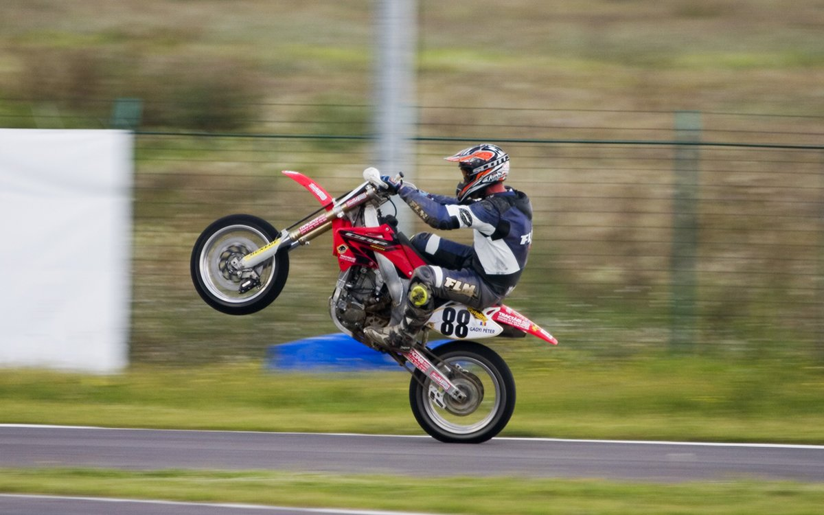 Last Year's Insane Motorcycle Wheelie Record Will Be Tough to Beat
