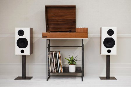 Delightfully Retro Stereo Console Can Bluetooth With the Best of 'Em