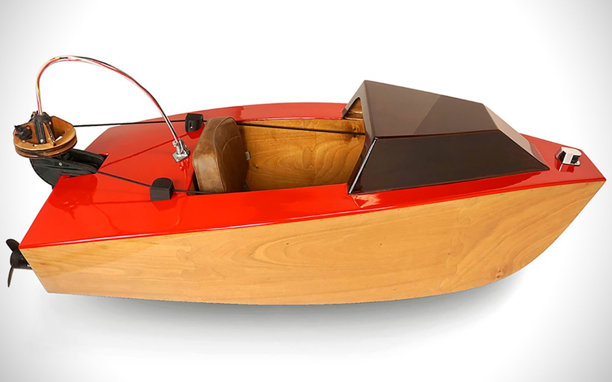 Assembly-Ready One-Man Boat Is the Smart Car of Watercraft
