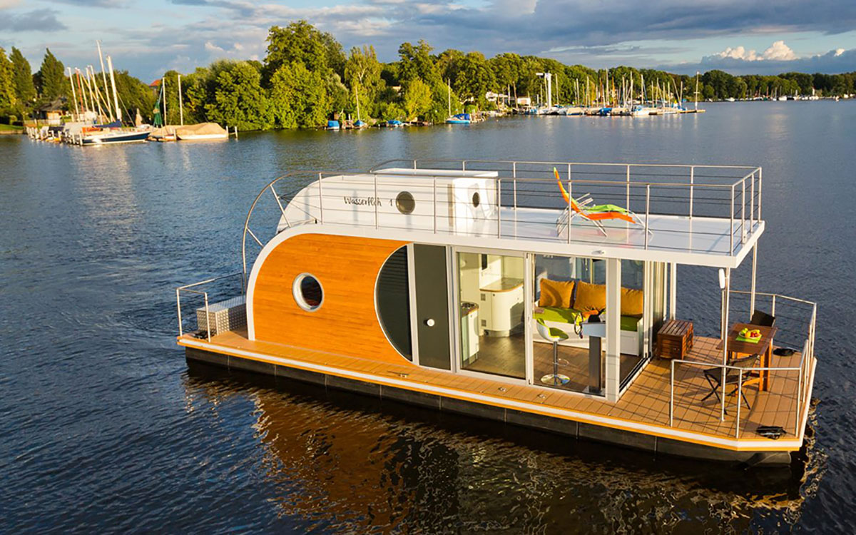 Meet the Nautilus, Germany's Little Houseboat That Could
