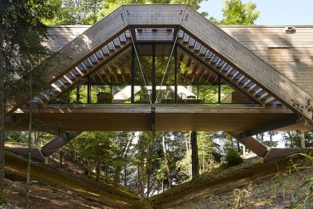 This Ravine-Spanning House Is a Tree Fort, All Grown Up