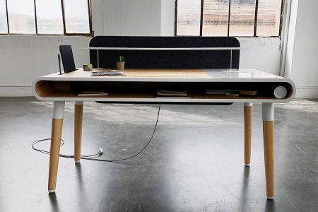 This Tech-Savvy Oak Desk Has Never Even Heard of Writer's Block