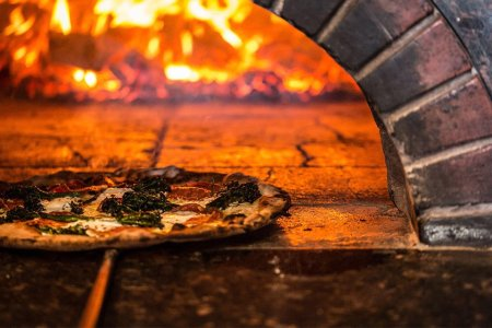 5 Chicago Pizzerias That Double As Excellent Date Spots