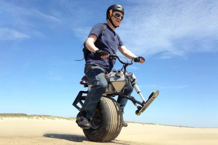 This Self-Balancing Electric Unicycle Is Straight Outta 'Mad Max'