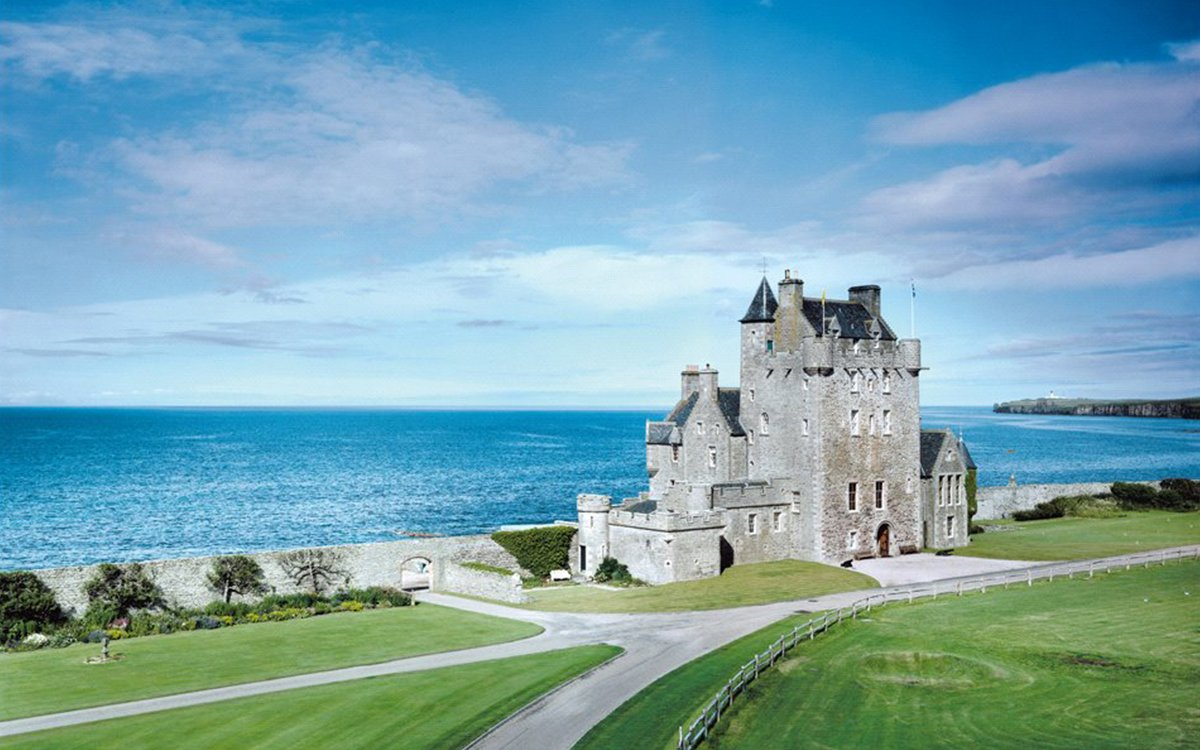 For-Sale Scottish Castle Comes With Three Napoleon-Era Forts, a Pub