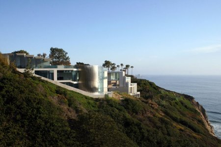 Every Room Comes With an Ocean View in This La Jolla Mansion
