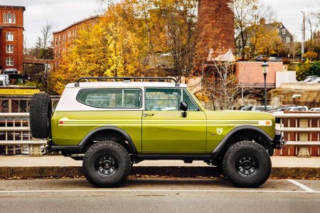 Here's a Flawless Restoration of Jeep's Better-Looking Cousin, the Scout II