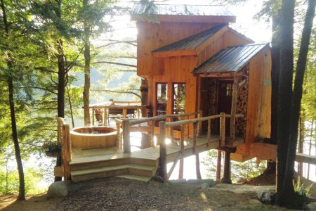 The 7 Best Airbnbs With Hot Tubs