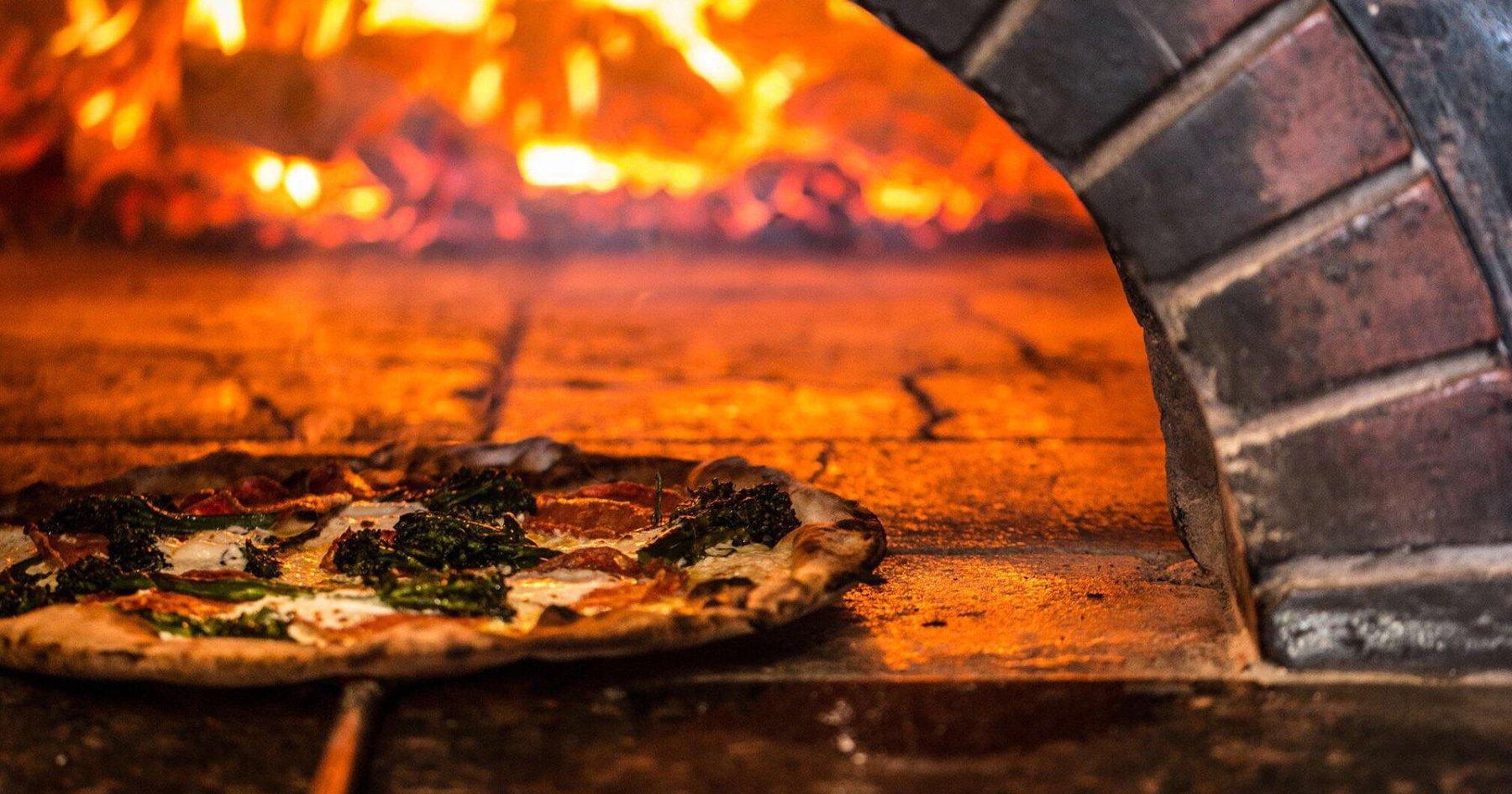 5 Chicago Pizzerias That Double As Excellent Date Spots
