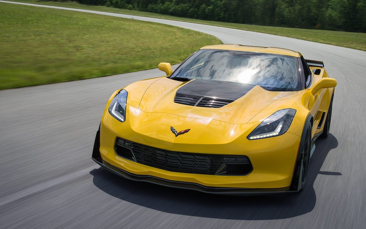 Pictures Of Corvettes >> Chevy Has Too Many Corvettes So They Re Offering Once In A Lifetime