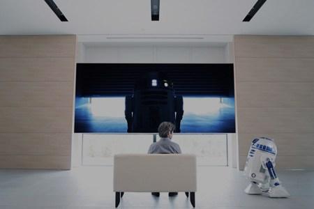 R2-D2 Delivers Beers Now