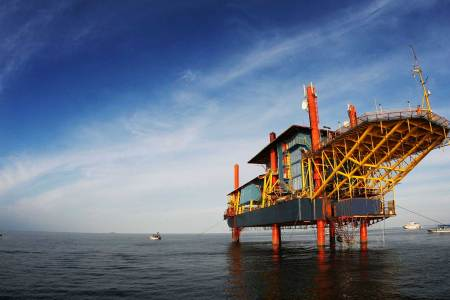 This Decommissioned Oil Rig Is Now a Tropical Diving Xanadu