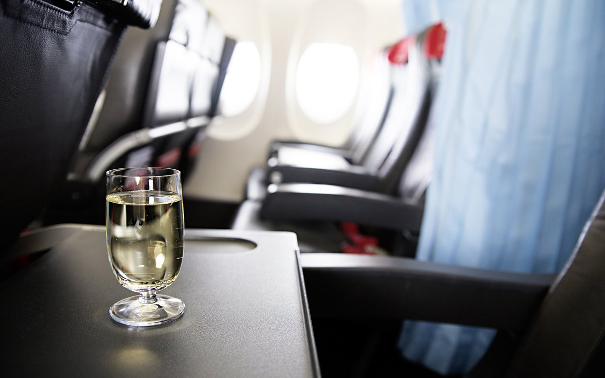 American Airlines to Offer Free Booze on Domestic Flights