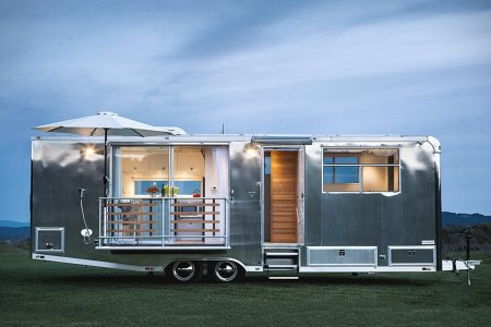 They'll Definitely See You Coming in This Airstream-Grade Tiny Home