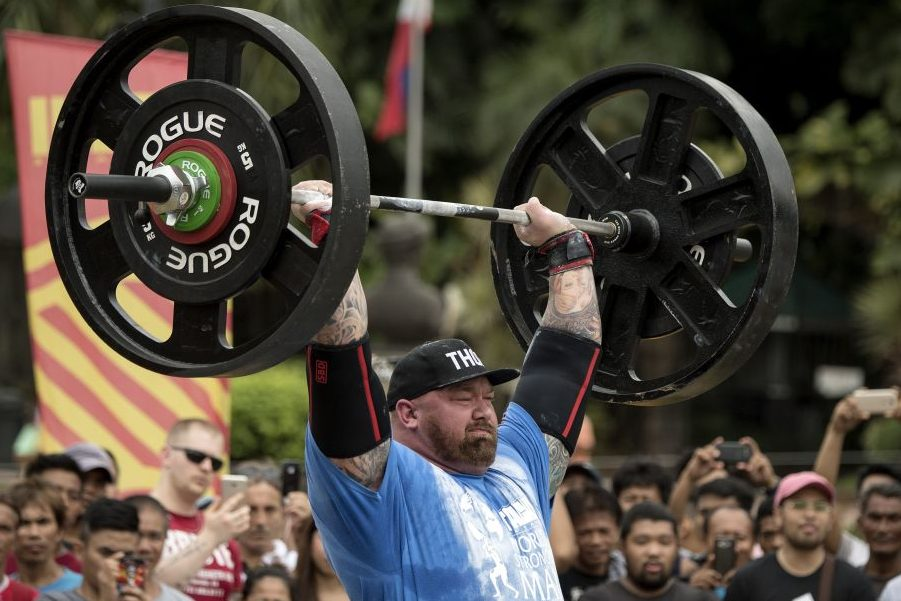 Hafthor Julius Bjornsson lifting weights (NOEL CELIS/AFP/Getty Images)